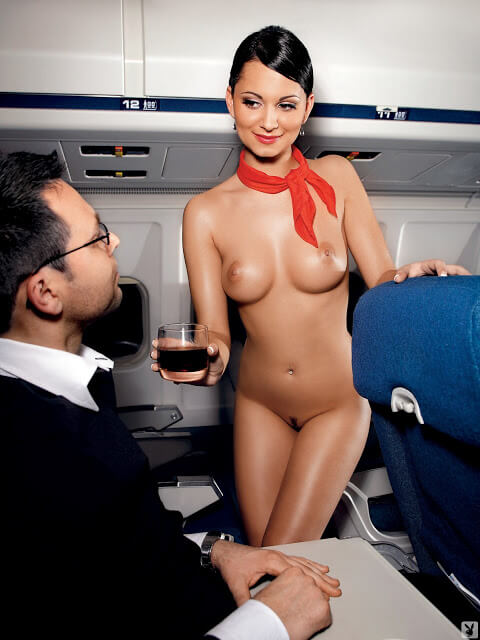 Stewardess Andreja Karba beim Playboy-Shooting