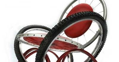 Bike design: tavoli sedie e sgabelli creati con pezzi di bicicletta