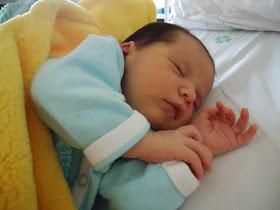 Ester nasceu dia 10/04/2012 através de uma cesárea imposta...