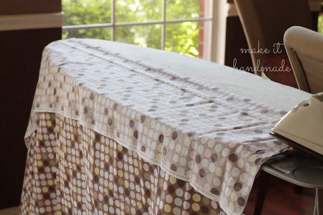 Make an ironing board cover in 10 minutes, without flipping, tracing or measuring. Tutorial by Make It Handmade!