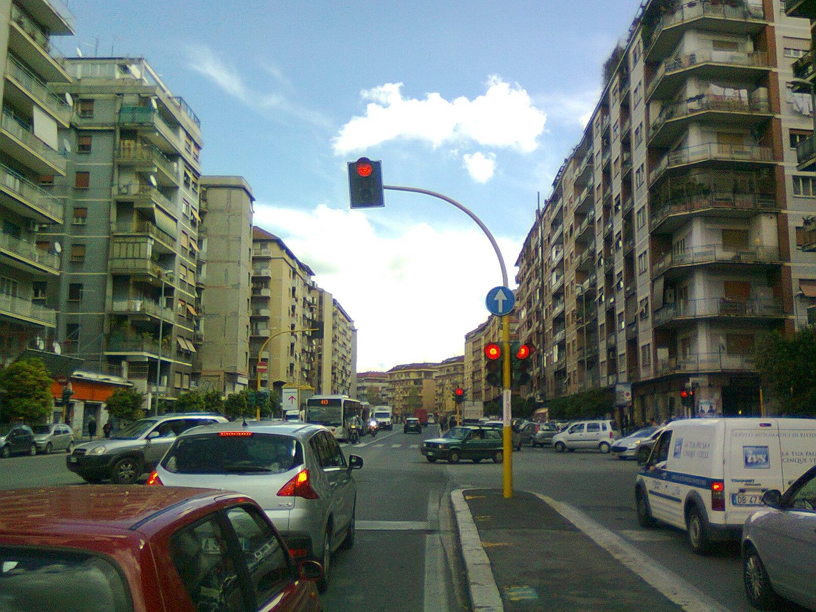 In bici per roma roma non finisce mai di stupirci torna for Binacci arredamenti via tiburtina