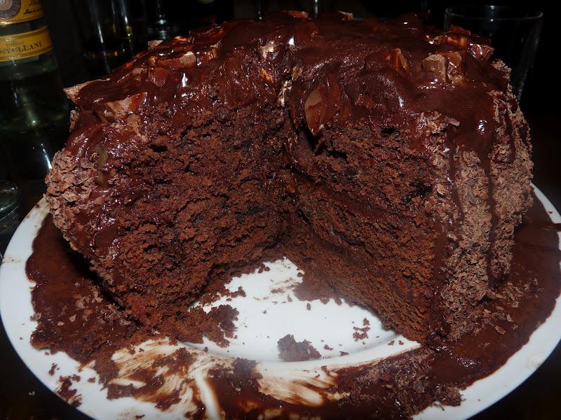 Huge Chocolate Cake Images : Obsessive Compulsive Gastronomy: Massive Chocolate Overload