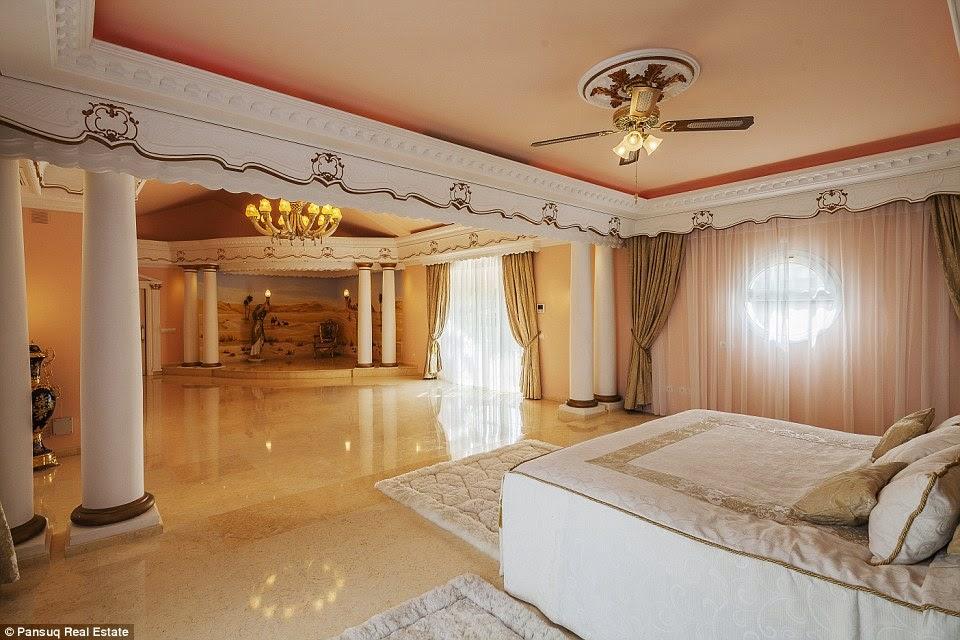 غرفة من غرف الفيلا