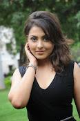 Madhu Shalini glam pics-thumbnail-10