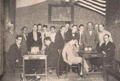 Confrontación de ajedrez por radio en 1930 en el local del Club de Gimnasia y Esgrima de Rosario
