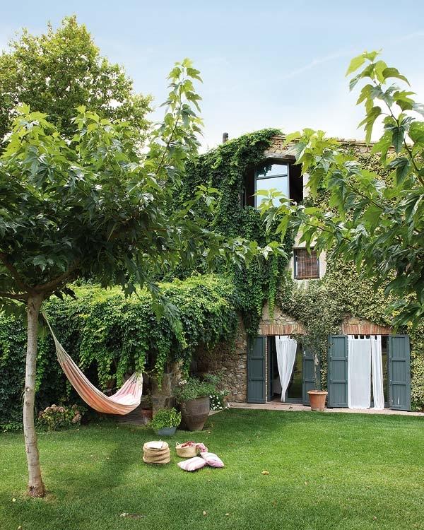 Estilo rustico jardines rusticos for Jardines exteriores de casas de campo