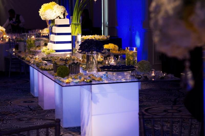 decoracao azul royal e amarelo casamento:Wishes Eventos: Decor de casamento: Azul Royal