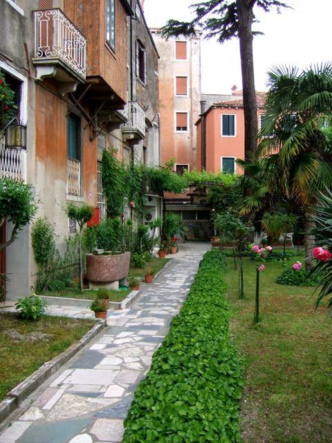 venise c t jardin le jardin de l 39 h tel gabrielli sandwirth. Black Bedroom Furniture Sets. Home Design Ideas