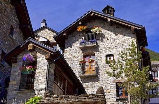 Fachadas de piedra fachadas de casas con revestimiento de - Casa de revestimientos ...