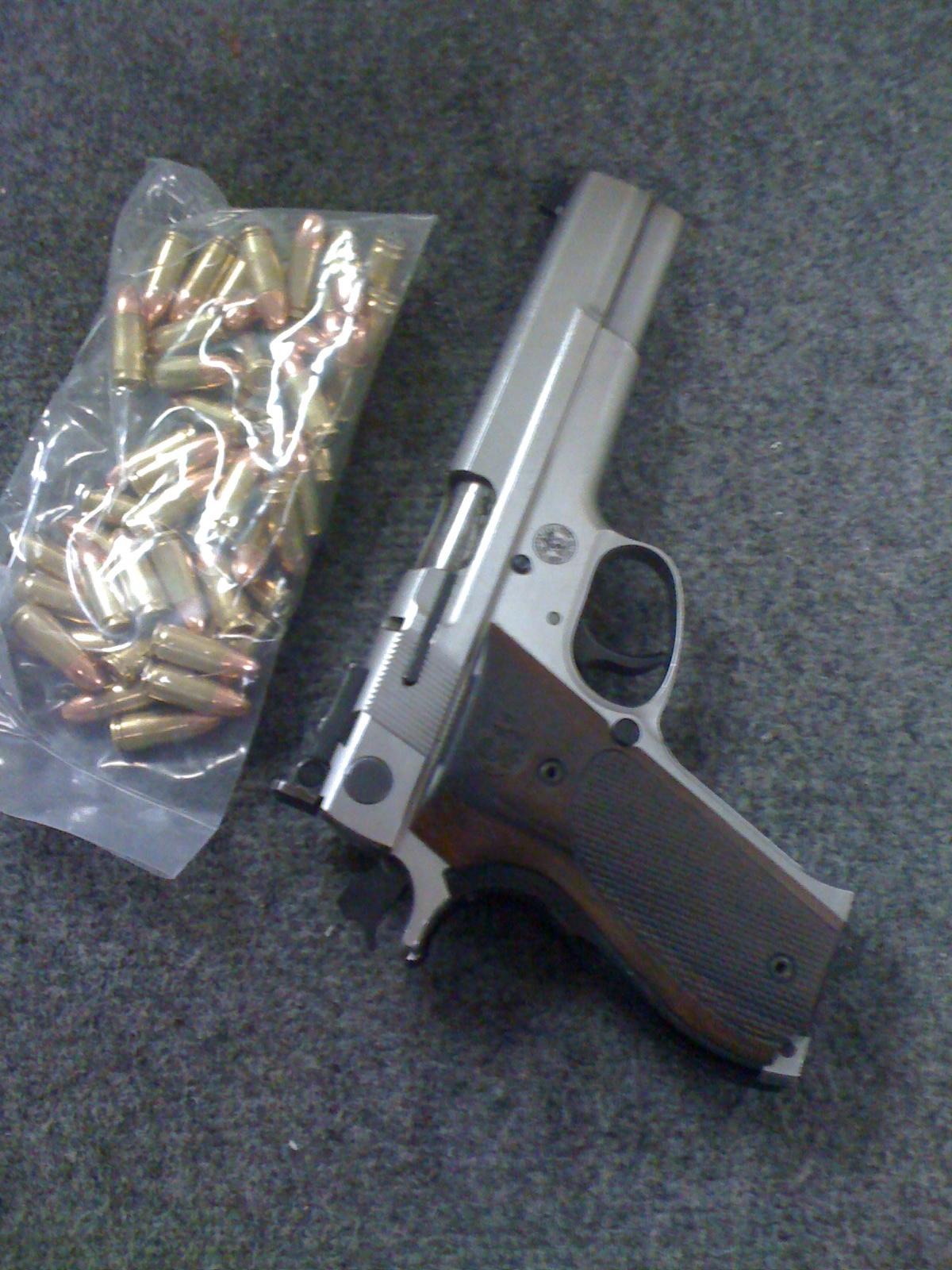 El Pollo Real: Pistol Wars: Smith & Wesson 952