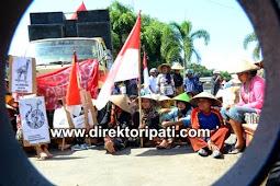 Peringati May Day, Buruh Labrak Kantor Gubernur Jateng