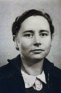 Rosa Leveroni Nació en el Paseo de Gracia de Barcelona un día primero de abril con la Sierra de Collserola nevada. Su padre era un naviero genovés y su ... - Rosa%2BLeveroni%2B-%2B1