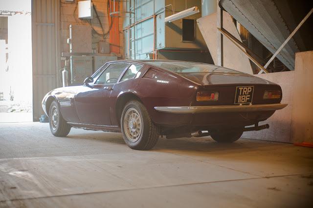 Tre quarti posteriore della Maserati Ghibli del 1968 ritrovata in un capannone in UK