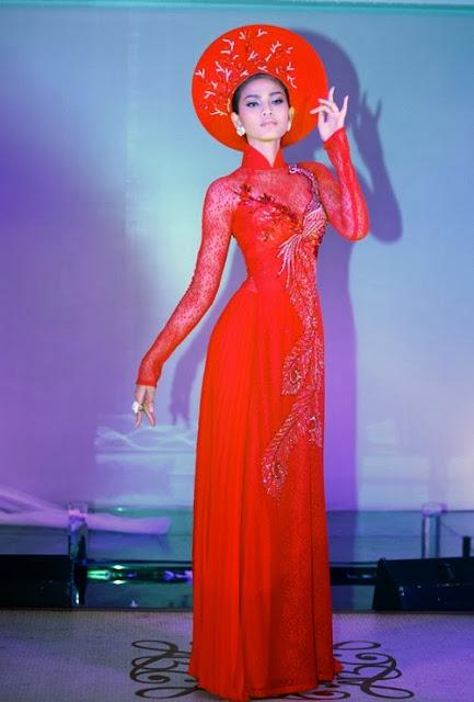 Áo dài đỏ sự lựa chọn trang phục cưới phù hợp cho cô dâu da bánh mật