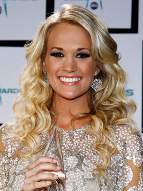 Smooth roots seamlessly flow into large, lustrous waves on Carrie Underwood's sizzling hairstyle