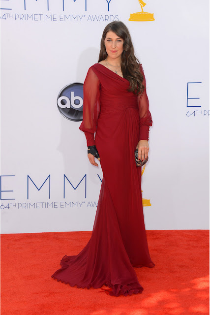 Mayim Bialik vestido Pamella Roland Emmy 2012