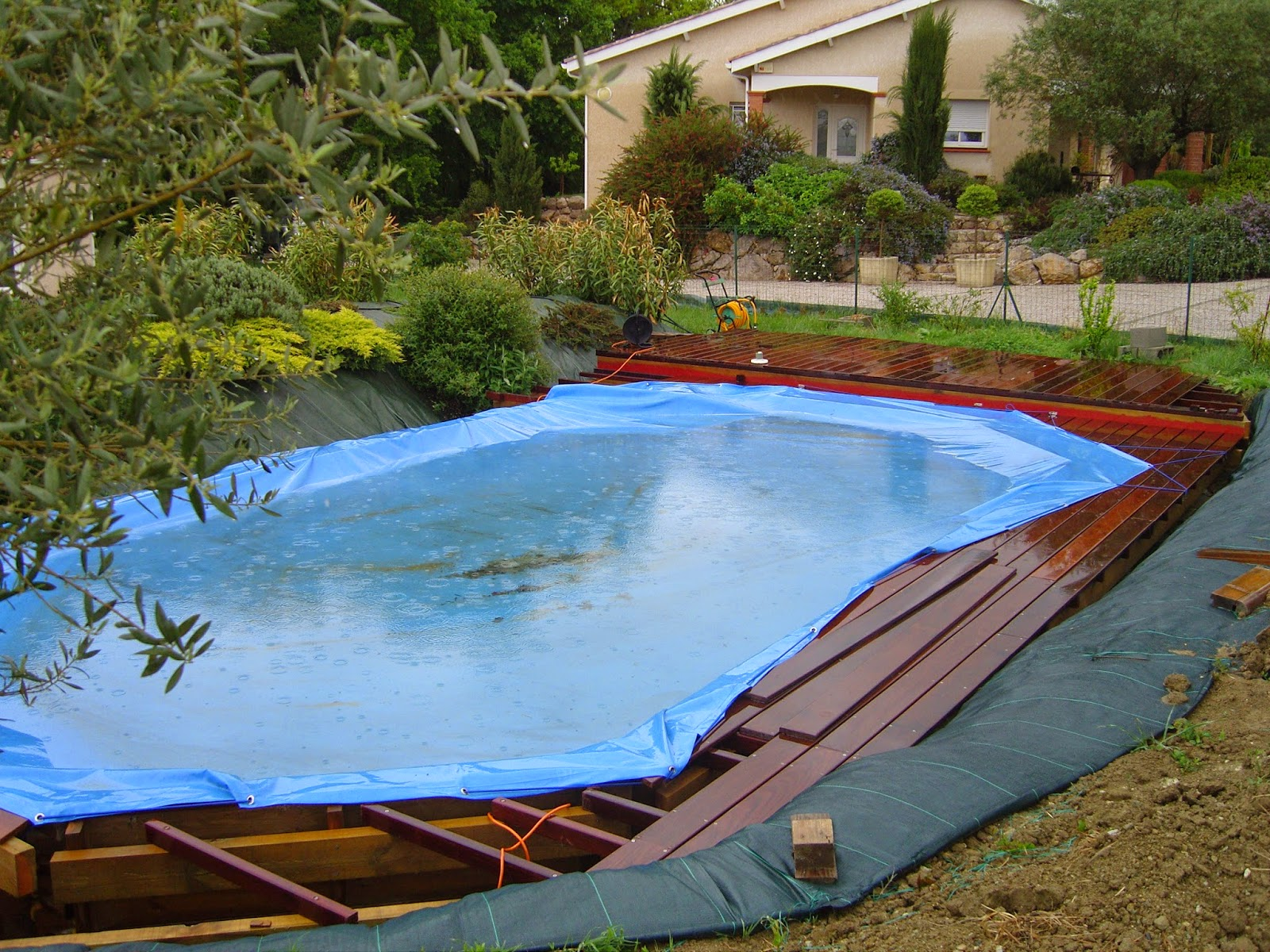 piscine bois enterree pourrie