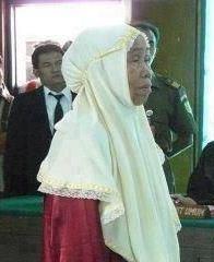 Kisah Tentang Seorang Nenek Yang Mencuri Ubi Kayu dan Hakim Yang
