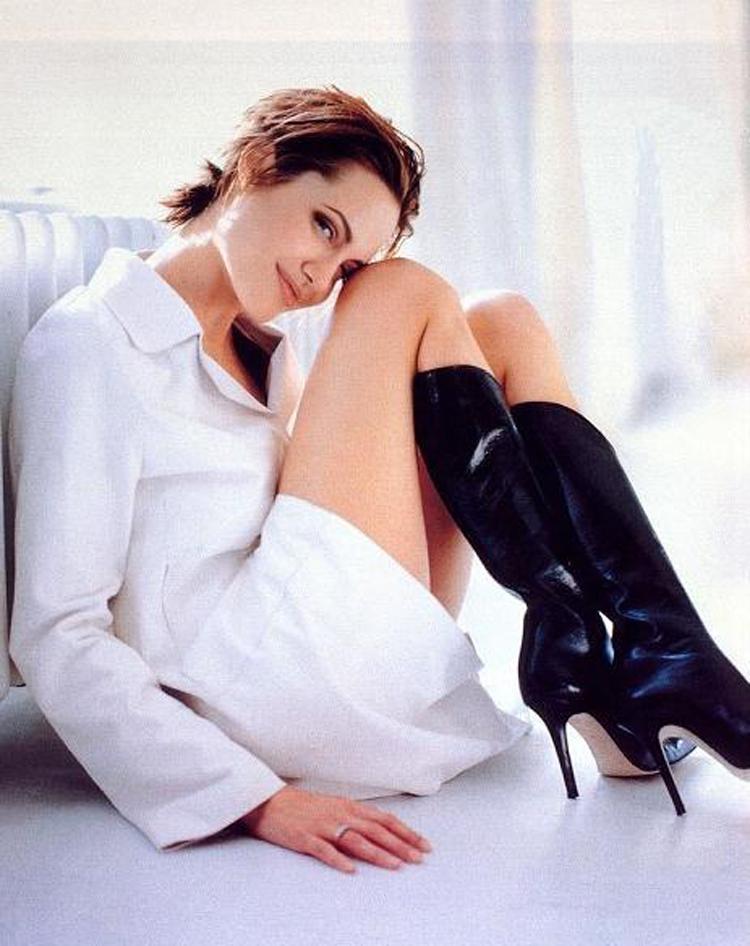 Fresh Look Angelina Jolie Short Hairstyles 29