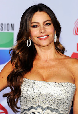 Sofia Vergara Long Wavy Cut Hairstyle