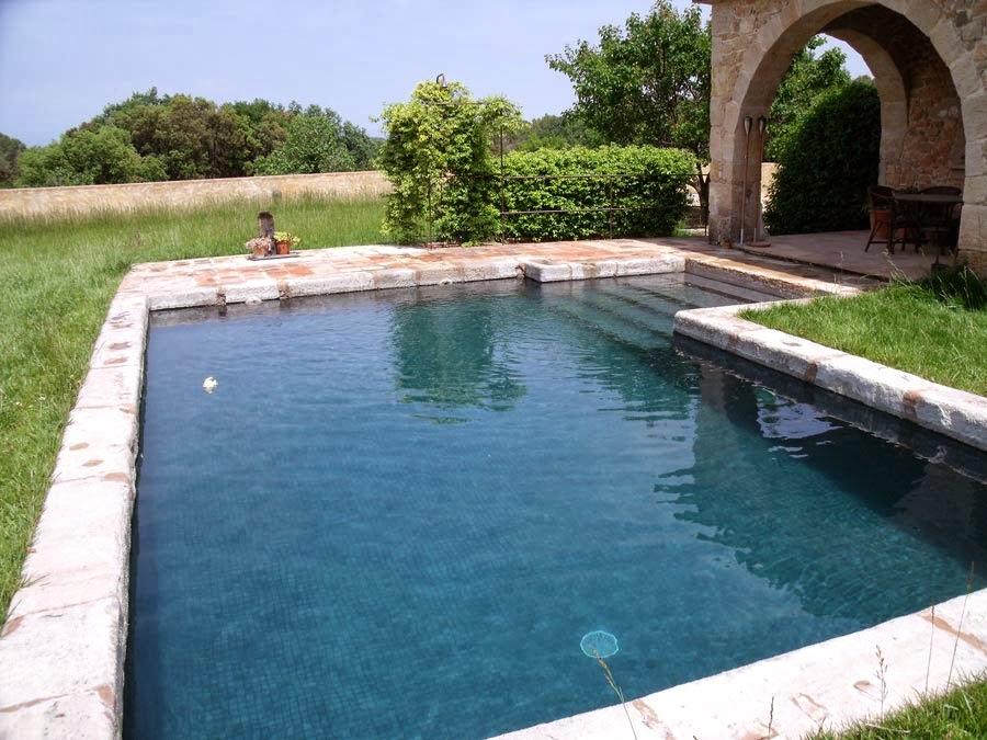 Piscines ramser piscina integrada a casa r stica al cor for Piscines naturals catalunya