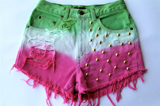 Shorts Customizados tingido e com tachinhas