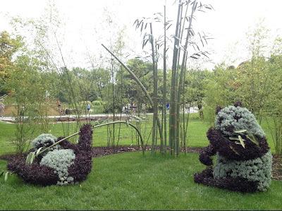 Obras de arte en arbustos pandas