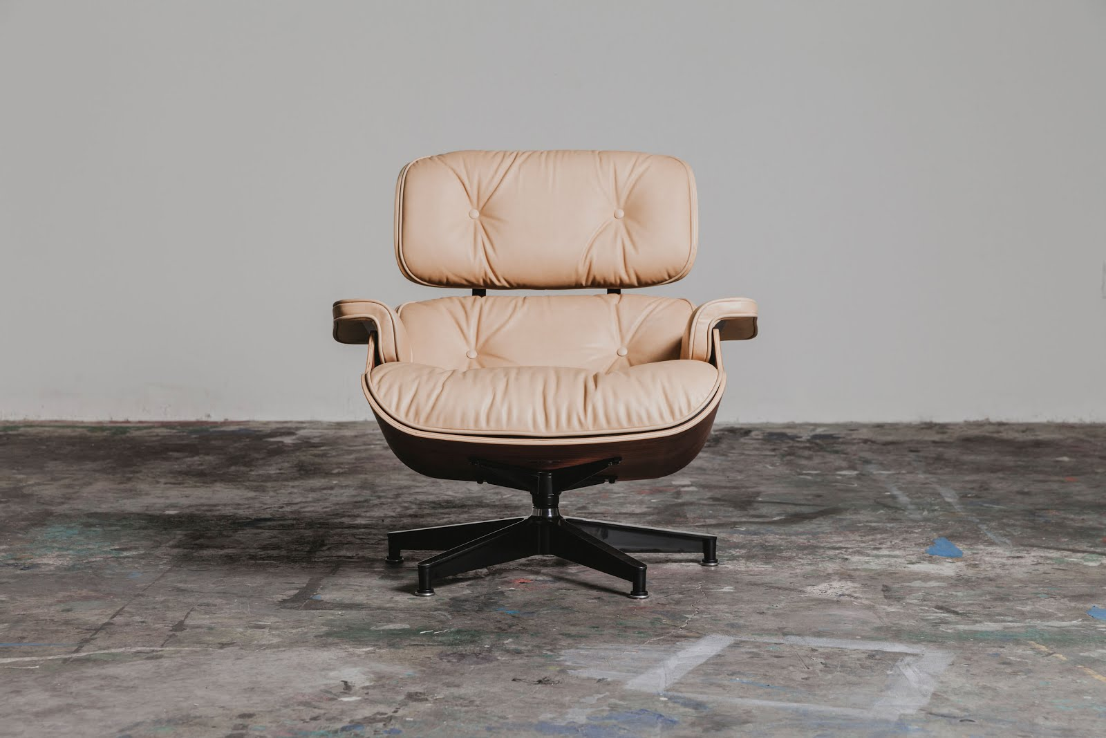 Mono and stereo high end audio magazine herman miller for Silla herman miller