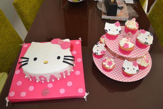 tarta Fondant Hello Kitty sugardreams Gandia Cupcakes de vainilla a juego Ontinyent Xativa Alcoy cumpleaños Niña