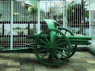 Museu da Força Expedicionária Brasileira de Caxias do Sul. Pequeno canhão terrestre usado na Segunda Guerra Mundial.