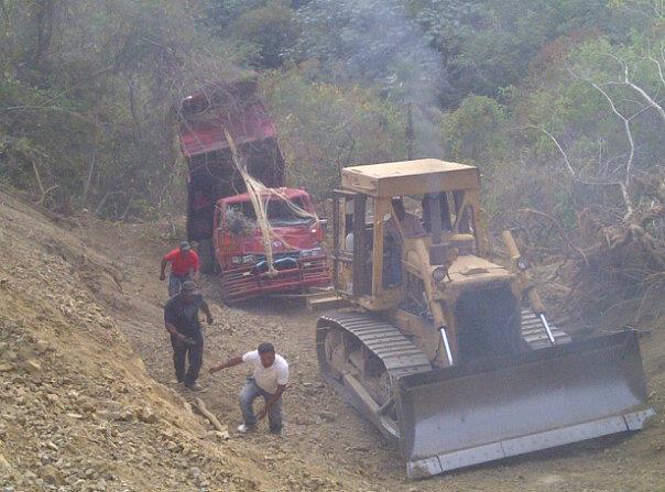 Varios heridos accidente camión carretera Los Montacitos