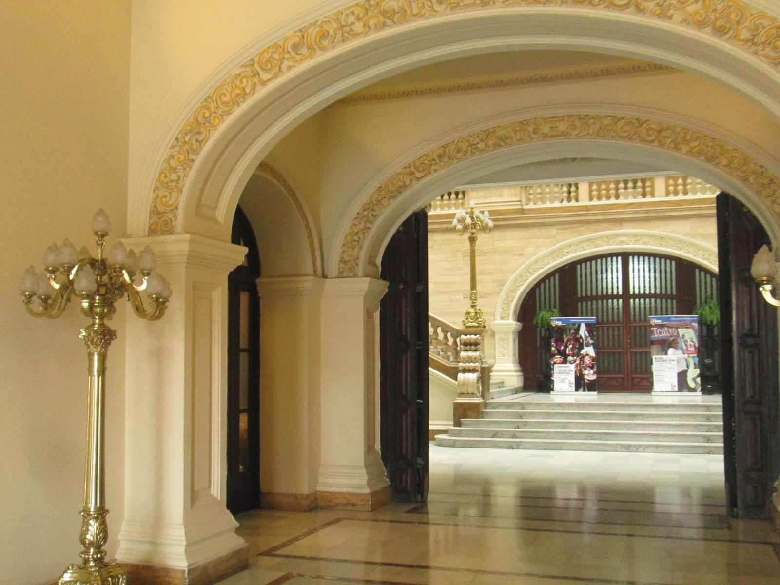 Por las calles de lima palacio municipal de lima for Salon los espejos