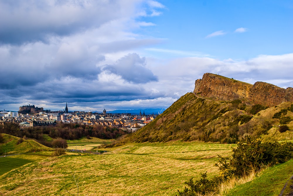 climbing up arthur's seat edinburgh