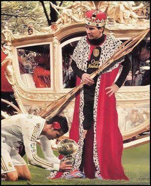 Cristiano de rodillas ante Messi