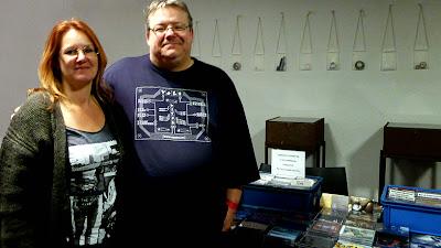 M et Mme Ron Boots au B-Wave Festival devant le stand Groove / photo S. Mazars