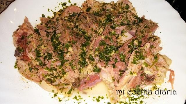 Rollo de codillo de cerdo (Рулет из свиной рульки)