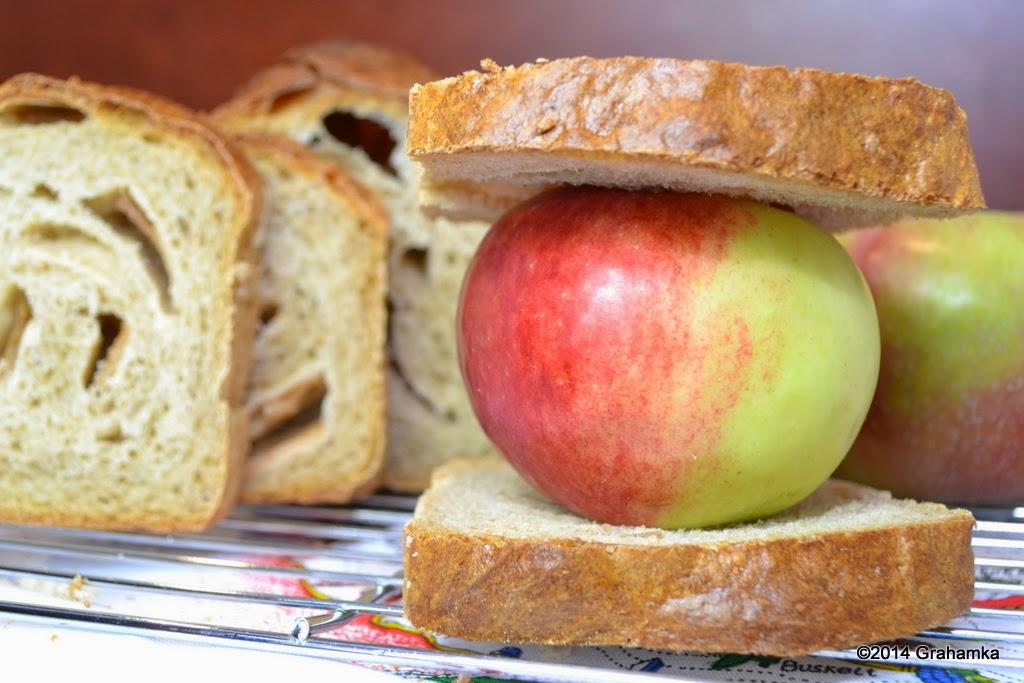 Kanapka z jabłkiem.