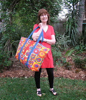 http://www.threadingmyway.com/2013/11/no-frills-extra-large-tote-tutorial.html