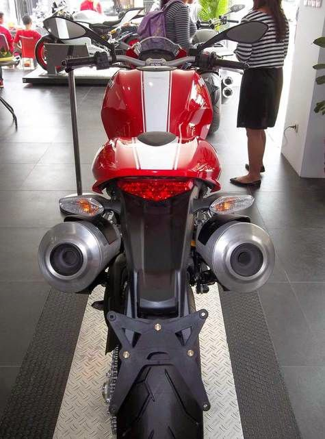 Ducati Monster became the best-selling products in Indonesia for the Italian brand. Some time ago, there was confirmation that the Monster is marketed in Indonesia is a product of Thailand. In this regard, a number of original components are still made in Italy. But the assembly is done in the country.