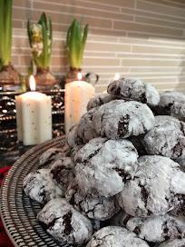 Chocolate Crinkles eli lumiset suklaapikkuleivät