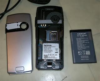 Nokia 6230i baksidan plus batteri