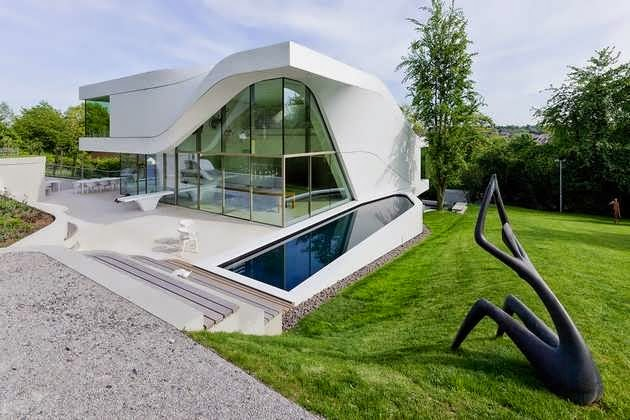 TOP 7 UNIQUE HOUSE DESIGN: SUPER MODERN FAMILY HOME DESIGN MAKES QUITE A STATEMENT IN THE SUBURBAN AREA OF STTUTGART, GERMANY