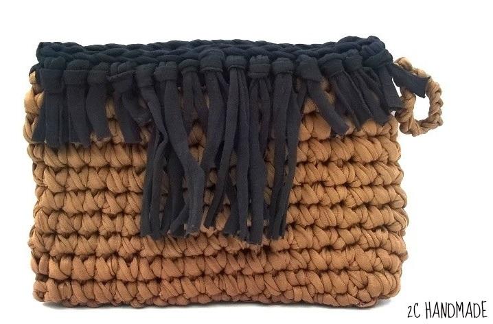 2c handmade como hacer un bolso de trapillo tipo clutch - Como hacer un bolso de trapillo ...