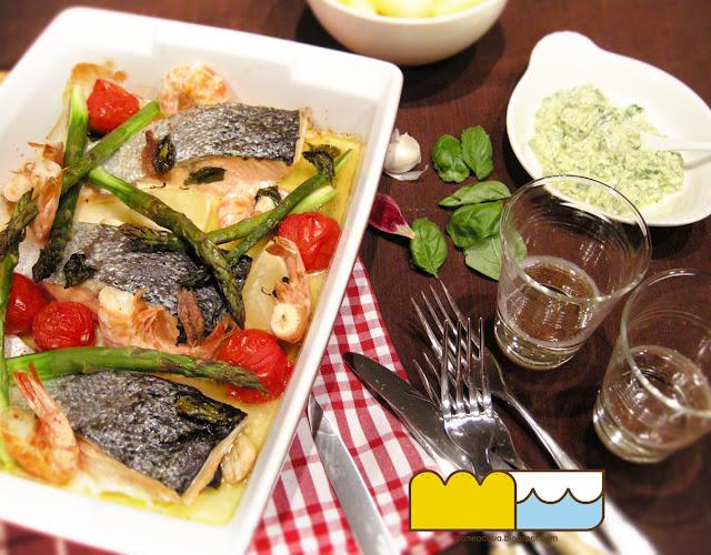 il lavoro di una foodblogger (teglia di pesce e verdure con salsa rustica e patate bollite)