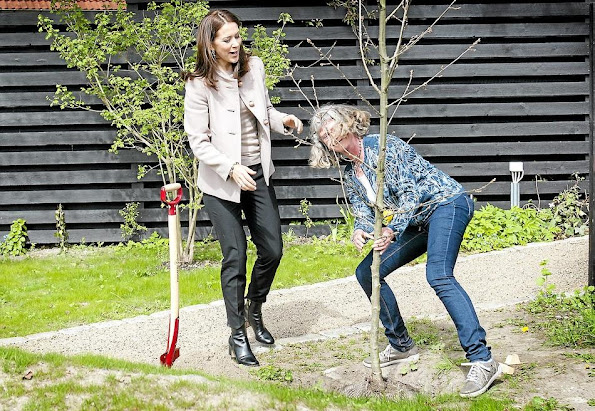 Crown Princess Mary of Denmark attended the opening of the Ringsted Krisecenters Sensory Garden and Playground on May 9, 2015 in Ringsted, Denmark.