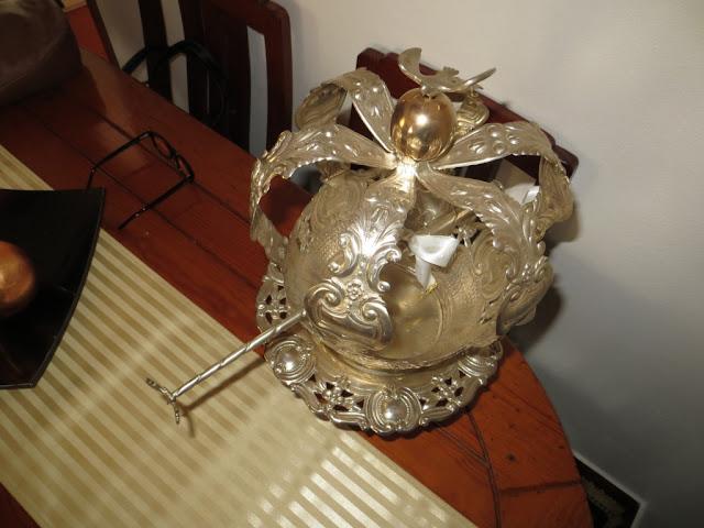 Fotografia macro de Coroa do Divino Espírito Santo usadas na forte devoção das Festas do Espírito Santo
