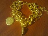 pulseira c 3 correntes dourada e pingente
