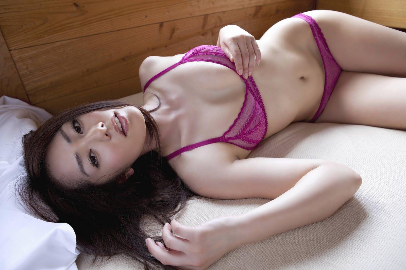 http://1.bp.blogspot.com/-GQTui3_gAeI/TkYDvXZnOmI/AAAAAAAAFhY/CXwNCAthIr8/s1600/Natsuki+Ikeda+-Gravure+Idol+%25288%2529.jpg