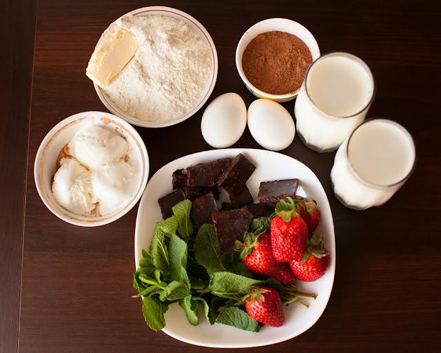 продукты для шоколадных блинов с клубникой