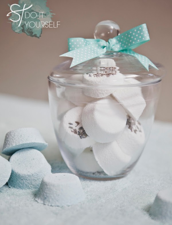 http://somethingturquoise.com/2013/07/12/diy-bath-bomb-favors/
